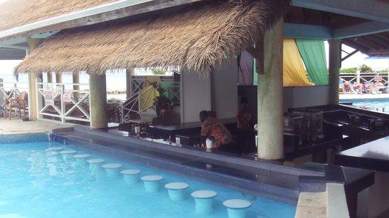 Sunscape Splash Montego Bay : Excellent Pool Bar