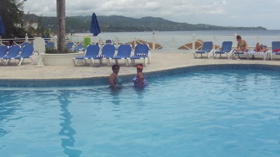 Sunscape Splash Montego Bay : Choice of pool or beach was great!