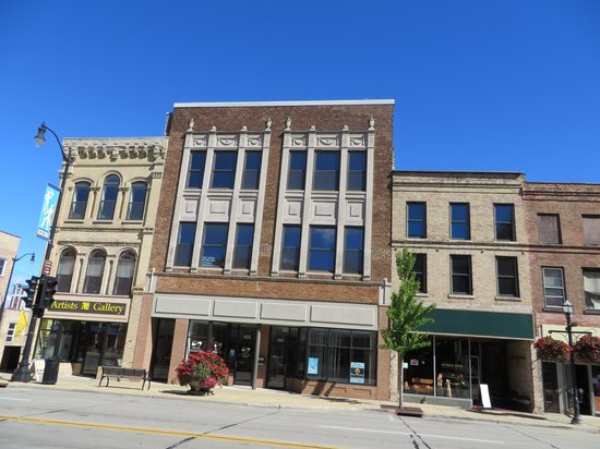 Downtown Racine: old facades