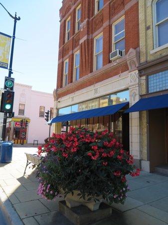 Downtown Racine: Spring flowers
