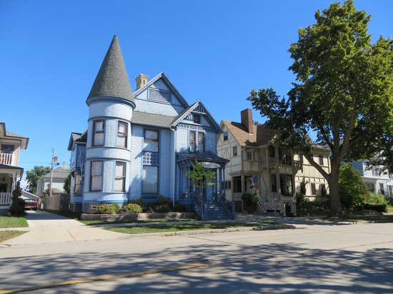 Downtown Racine: Lakefront home