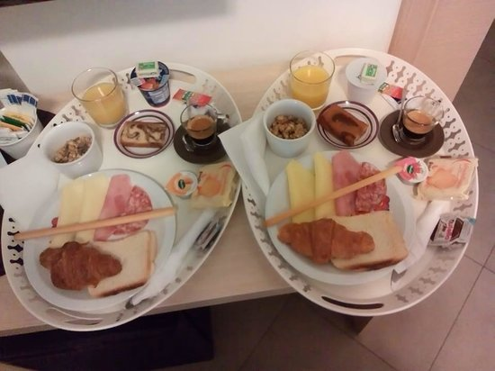 Castel Sant'Angelo Inn : Lovely big breakfast delivered to the room every morning