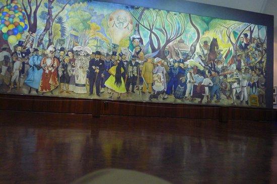 Murales de Diego Rivera en la Secretaría de Educacion Publica: Imponenente