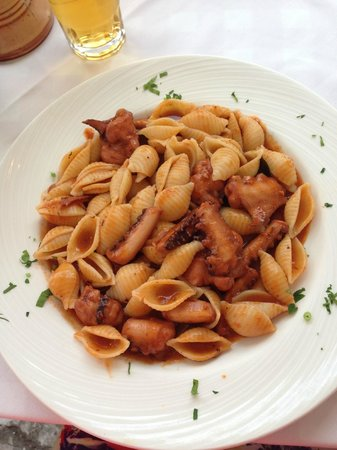 Niko's Taverna : Pasta with octopus