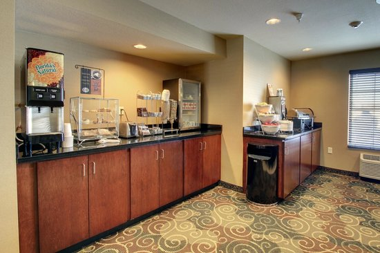 Harvey, ND: Breakfast Area