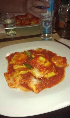 Miscellanea: mniam , mniam -Ravioli z pomidorami i bazylią ....