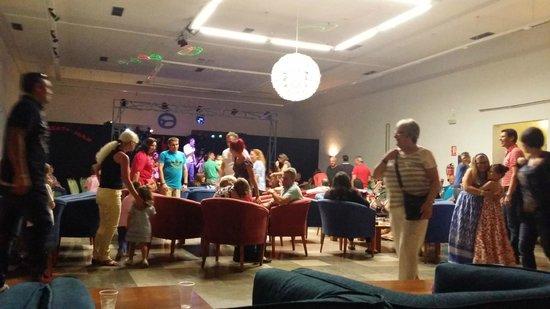 Hotel Roc Costa Park: Main bar/entertainment room/kids disco area