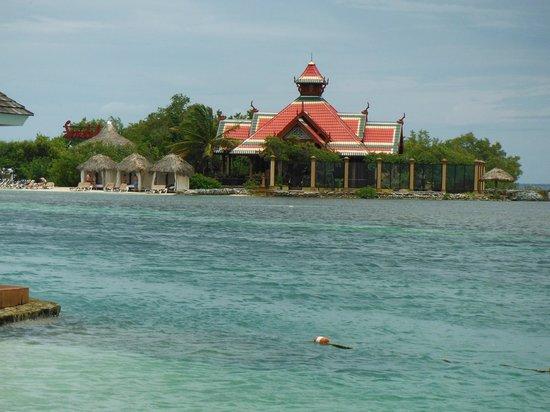 Sandals Royal Caribbean Resort and Private Island : Private Island and Royal Thai Restaurant