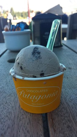 Patagonia Chocolates: Chocolate cookies ice cream