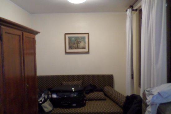 Hotel Ala - Historical Places of Italy: Sofá cama no  Quarto