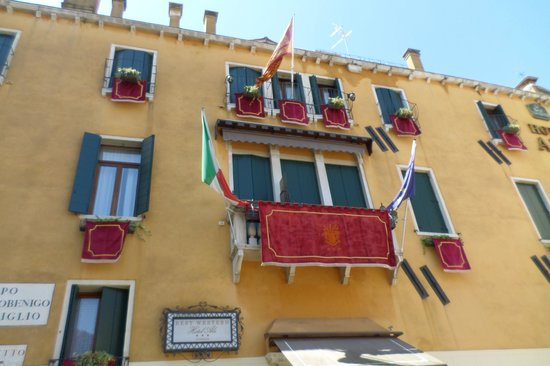 Hotel Ala - Historical Places of Italy: Fachada do Hotel