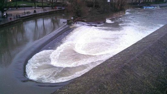 Mayor's Honorary Guides : Bath walking tour. Weir in the River Avon.