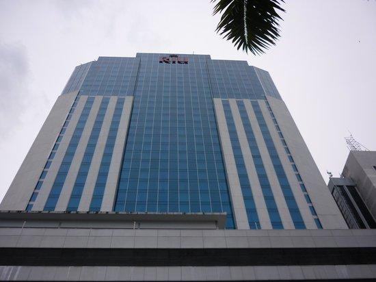 Hotel Riu Plaza Panama: Fachada Hotel Riu Plaza Panamá