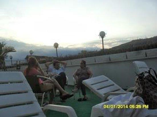 San Fernando Real Hotel: Tertuliando   con la brisa caleña !!!