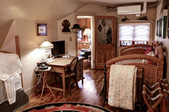 The Queen - A Victorian Bed and Breakfast: Governor's Suite