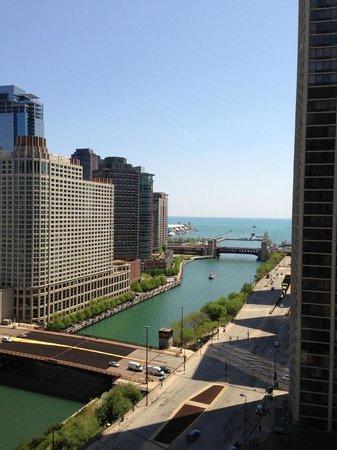 Hyatt Regency Chicago: Lake and river view - 19th floor