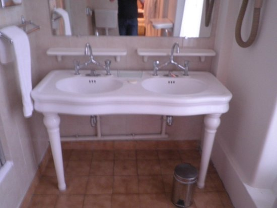 Normandy Hotel: espectacular y amplio baño