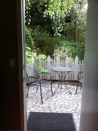 Cambria Pines Lodge : This was our patio...