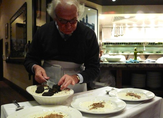 Valter's Osteria: Truffles generously shaved on top of our pasta..DELICIOUS!!