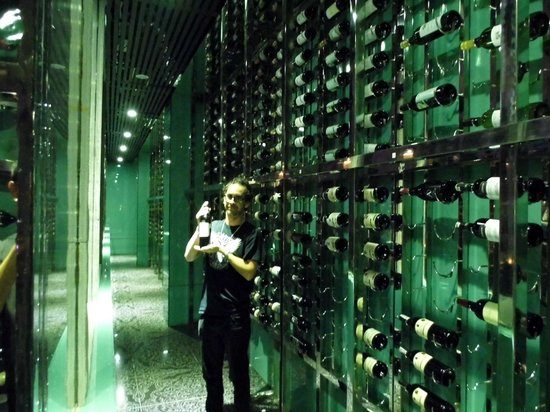 Sakala Beach Club: Master James in the Wine Cellar! Thanks Putra