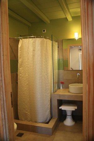 Vencia Hotel : El baño de nuestra habitación
