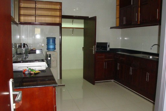 Tanzanite Executive Suites: Kitchen