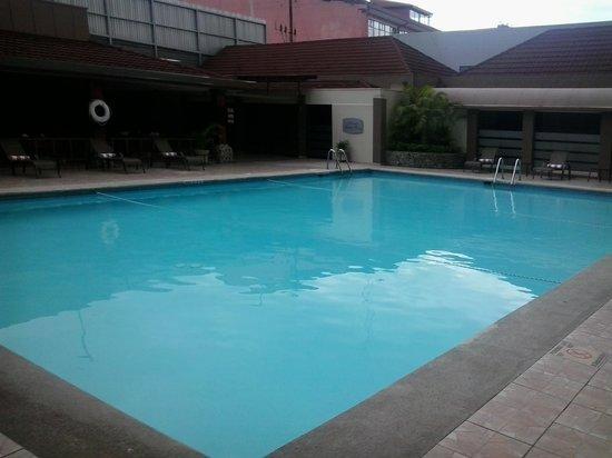 Crowne Plaza Hotel Corobici : area de la piscina