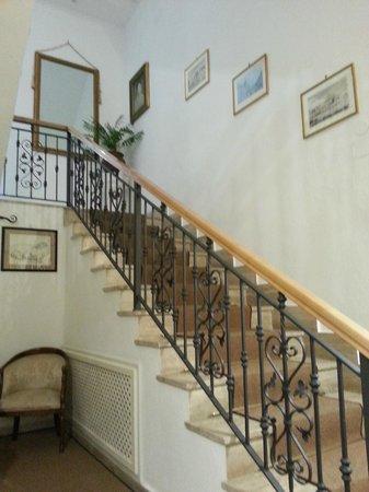 Villa Garden Hotel : Stairs