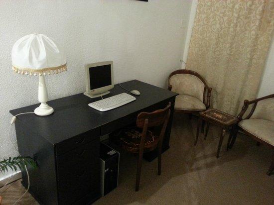 Villa Garden Hotel: Computer