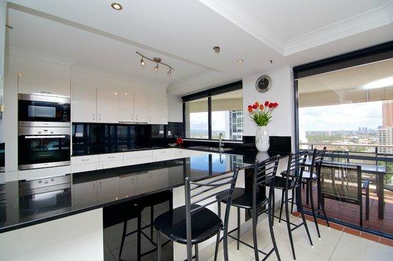 Victoria square apartments updated 2018 prices condominium reviews broadbeach gold coast for Cheap 2 bedroom apartments gold coast