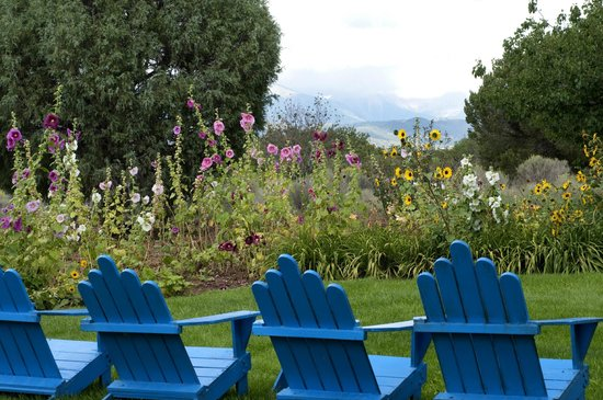 Blue Lake Ranch: Fantastic views of the gardens and the La Plata Mountains