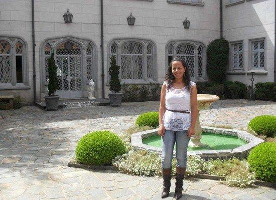 Boa Vista Palace: Área externa do Palácio e fonte