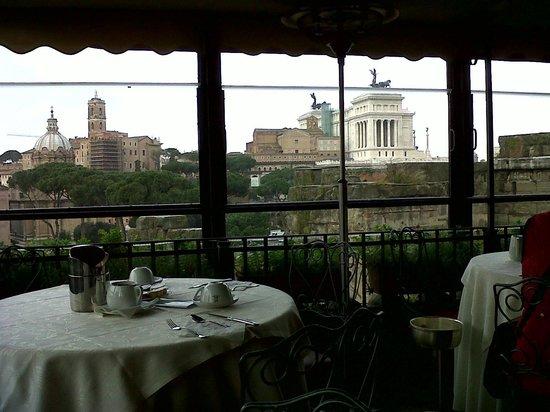 Hotel Forum Roma: Vista desde el salón comedor en la Azotea