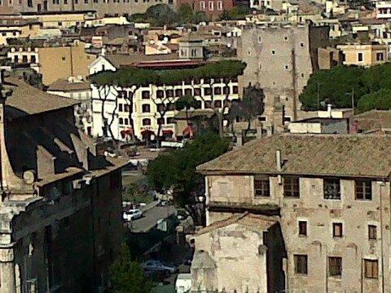 Hotel Forum Roma : Vista del Hotel desde el Palatino