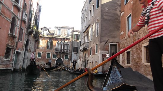 Hotel San Moise: The hotel from the canal