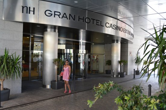 NH Gran Hotel Casino Extremadura: Entrée de l'hôtel
