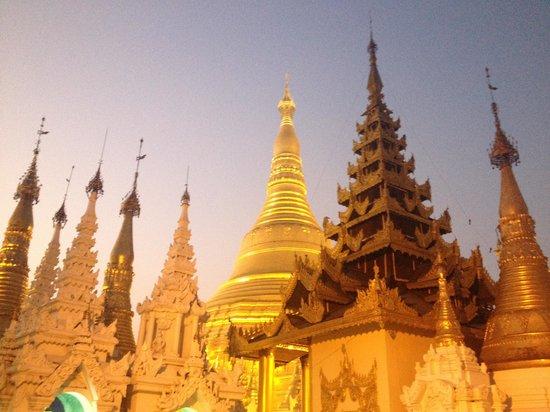 Pagode Shwedagon : More shrines