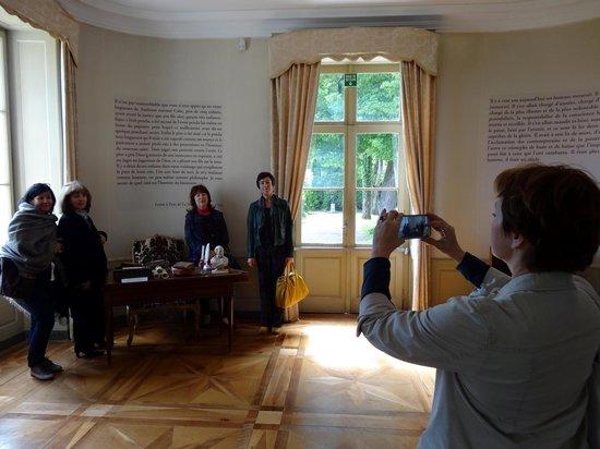 Chateau de Voltaire : Russian guides on an educational visit