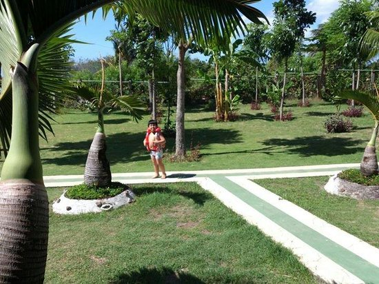 Dumaguete Springs Beach Resort: The ambiance with baby jeian