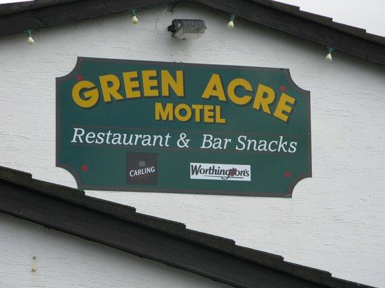 Green Acre Motel: Entrée pub