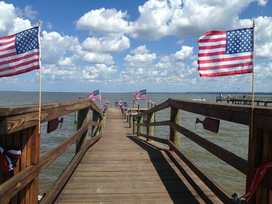 Colonial Beach Munil Pier Fourth Of July At