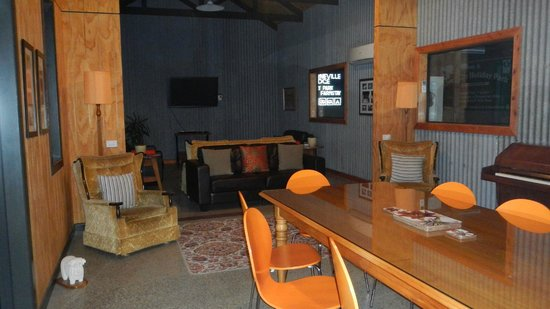 Lorneville Lodge and Holiday Park: The Barn - lounge area