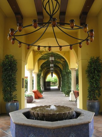 Omni Scottsdale Resort & Spa at Montelucia: The entrance to the resort