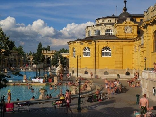 Széchenyi Baths and Pool : The baths in May.