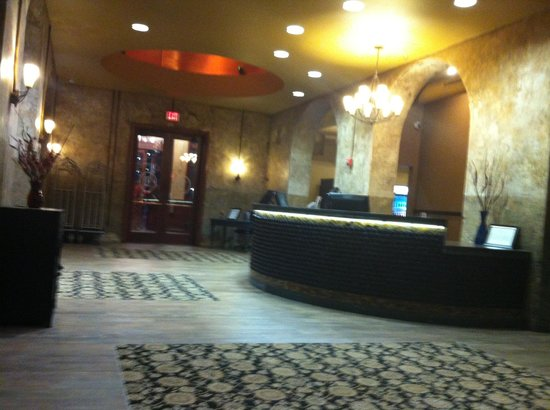 The Brewhouse Inn & Suites: lobby