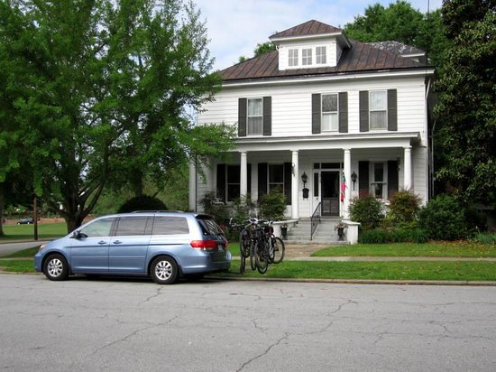 The Inn on the Avenues : Front street parking