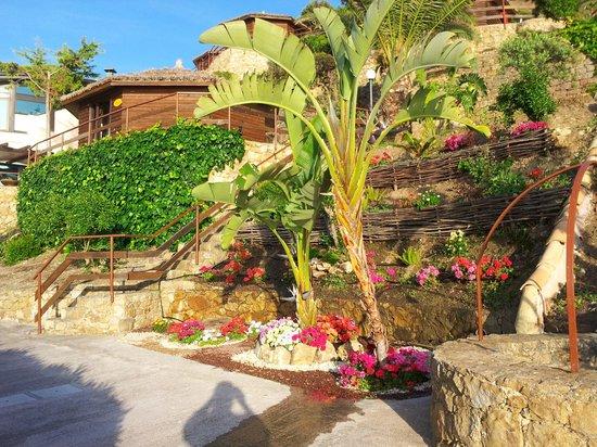 Calanica Residence Hotel: Gardens aplenty