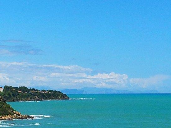 Calanica Residence Hotel: The coast
