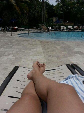 Embassy Suites by Hilton San Juan Hotel & Casino: Tomando el sol!!! desde la pool