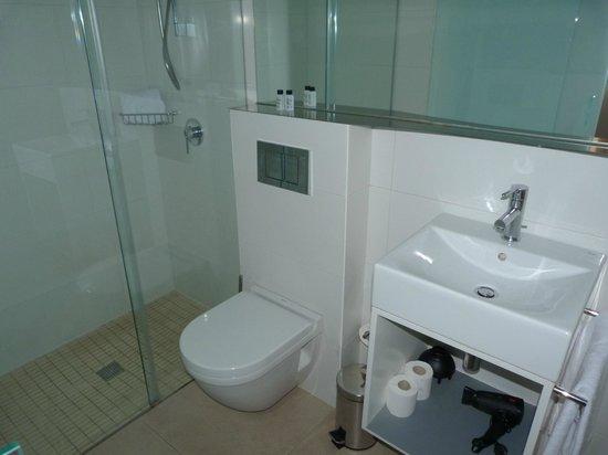 Eric Vökel Sagrada Familia Suites : salle de bain